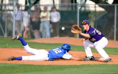 牽制球の基本ルールを解説!ボークにならない投げ方とは? | At-bat8
